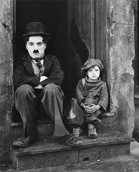 "Charlie Chaplin dans le film ""The Kid"""