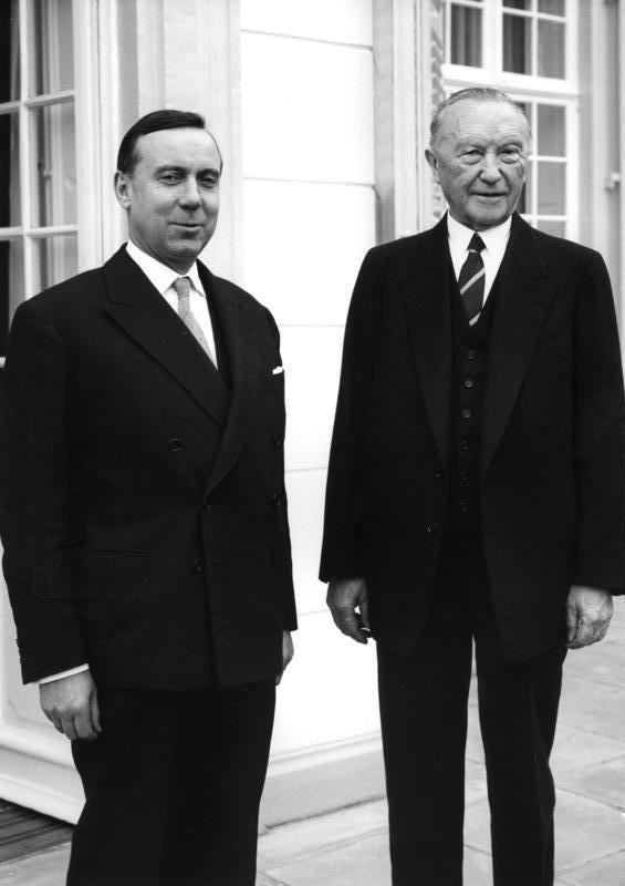 Michel Debré et Conrad Adenauer à Bonn en octobre 1960
