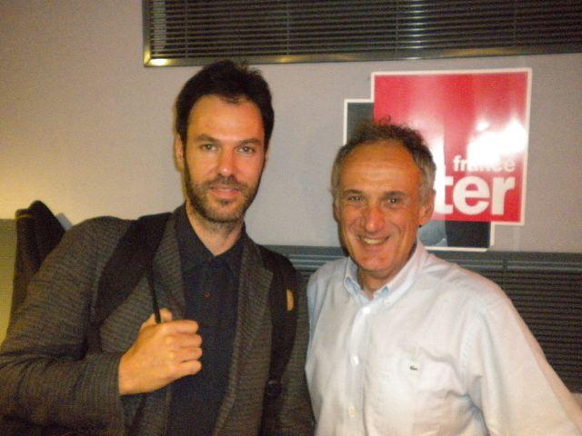 Piers Faccini et Denis Cheissoux dans les studios de France Inter