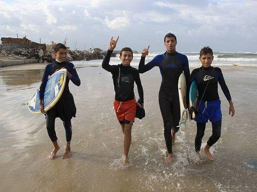 Surfeurs à Gaza