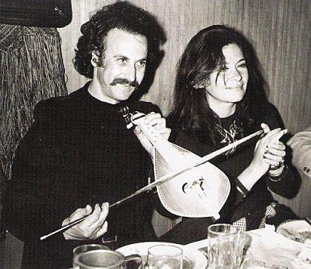 Le chanteur Nikos Xylouris et l'actrice Jenny Karezi