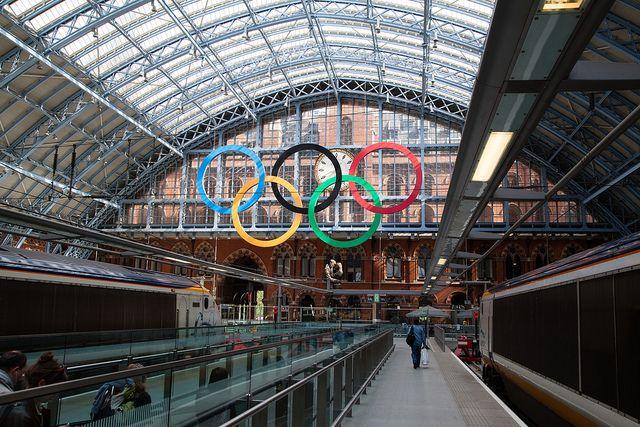 JO 2012  Londres - anneaux olympiques gare