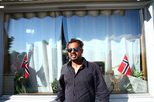 Khalid, sur son balcon