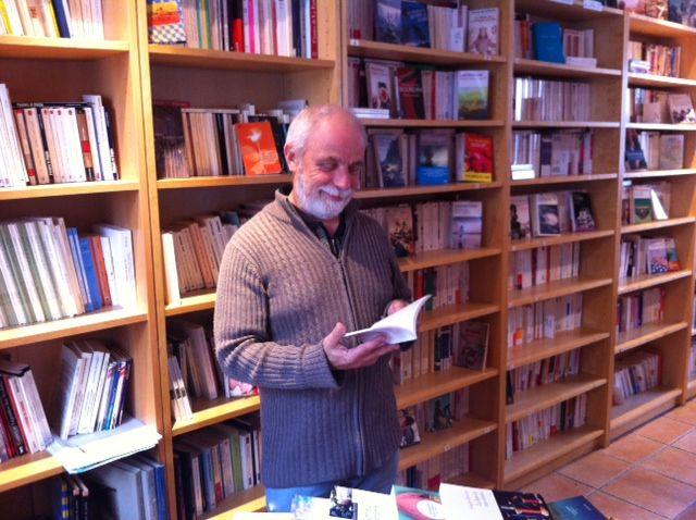 Serge Bessière à la librairie un ange passe à Versailles