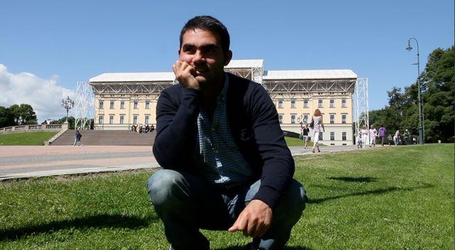 Nicolai à Oslo, devant le Palais Royal