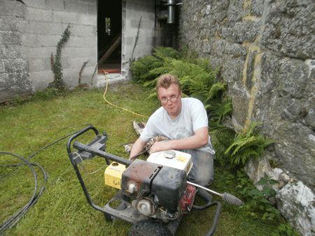 Nicolas, CAP de chaudronnier, travaille dans les fermes.