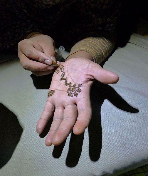 Tatouage au henné dans l'Adrar mauritanien