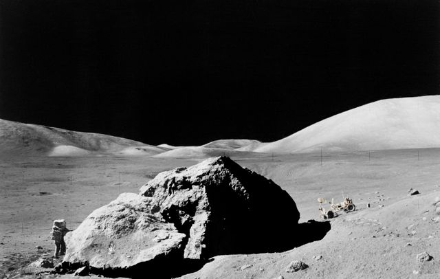 Harrison Schmitt, membre d'Apollo 17, en mission d'exploration