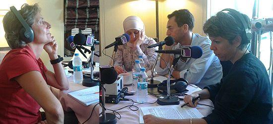 De gauche à droite : Véronique Rebeyrotte, Khanza, réfugiée syrienne, Eric Chevallier et Claude Guibal