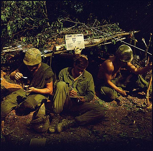 Soldats américains de l'USMC lors de l'opération Worth en 1968 au Viêt Nam
