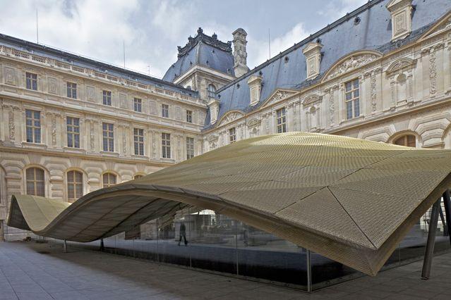 La verrière ondulante Musée du Louvre, département des Arts de l'Islam Architectes : Mario Bellini et Rudy Ricciotti
