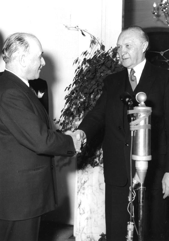 Konrad Adenauer et Jean Monnet à Bonn le 9 décembre 1953