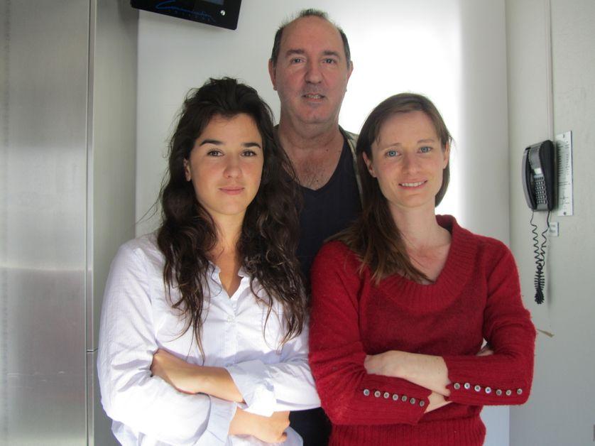 En arrière plan : Michel Cerda. Premier plan de gauche à droite : Noémie Develay et Marie Rémond