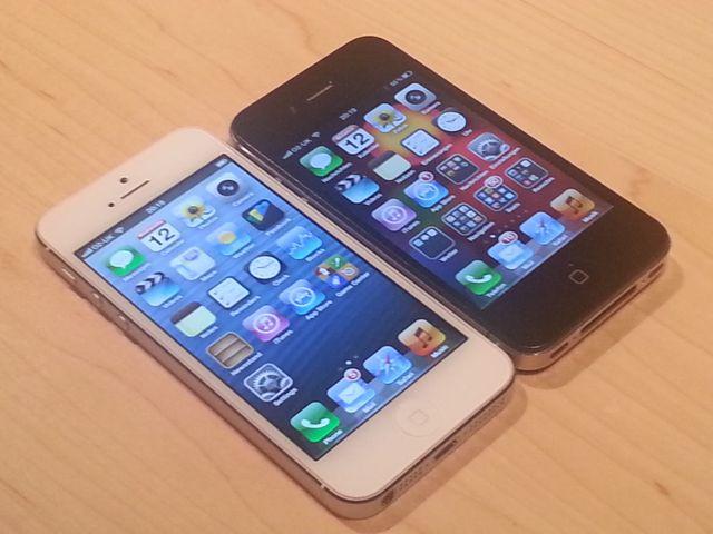 IPhone 5 (à gauche)/IPhone 4S (à droite)