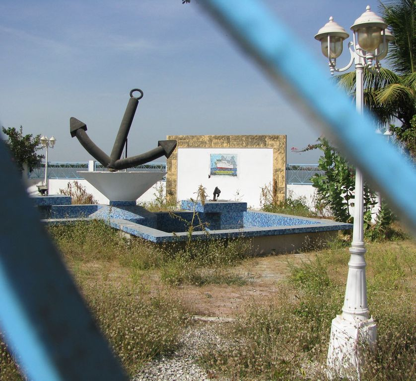 Momument en mémoire des disparus du Joola à Ziguinchor