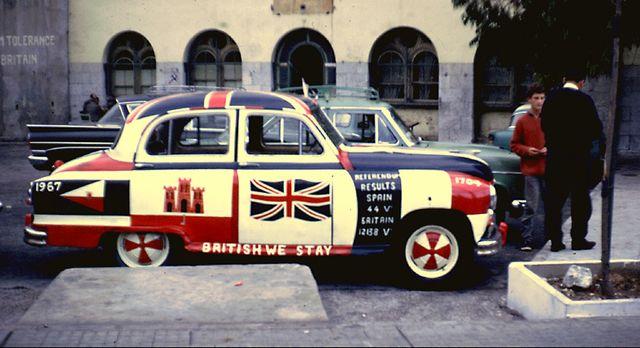 Voiture peinte célébrant les résultats du référendum du 10 septembre 1967 à Gibraltar