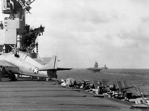 Les porte-avions américains USS Wasp, USS Saratoga et USS Enterprise en opération au sud de Guadalcanal le 12 novembre 1942