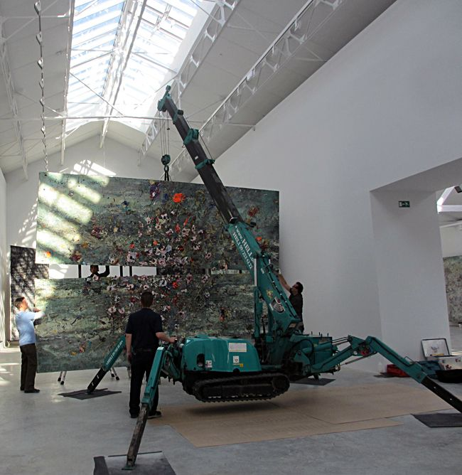 Galerie Thaddaeus Ropac à Pantin. Installation des oeuvres d'Anselm Kiefer