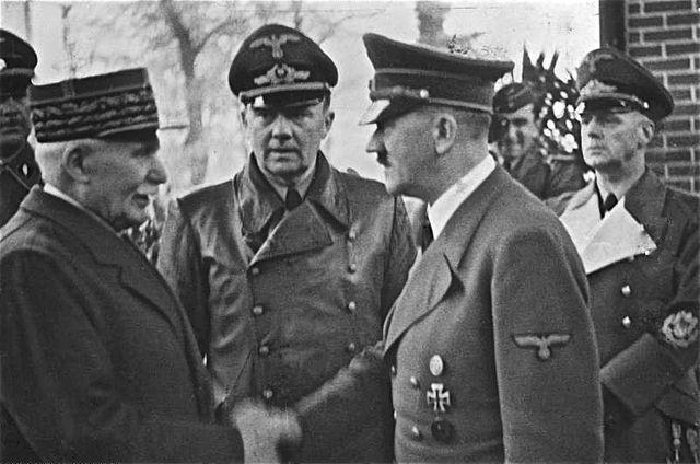 Rencontre entre Hitler, Ribbentrop et Pétain.