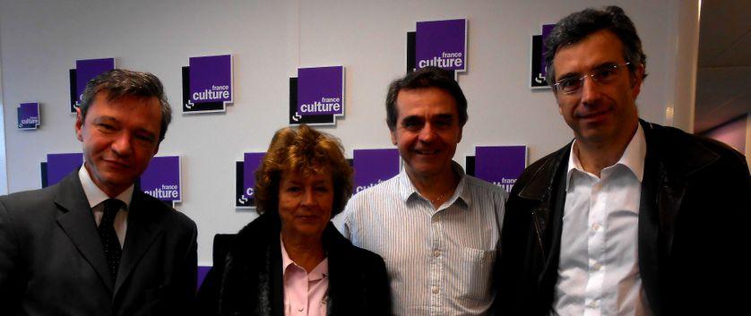 De gauche à droite : Stéphane Rozès, Michèle Cotta, Hubert Huertas et Dominique Reynié