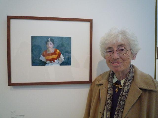 Colette devant sa photo