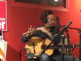 Julien Bouttard de Bazaar Boutik à la flûte