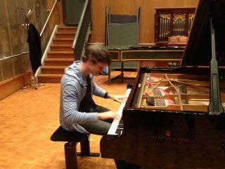Edouard Ferlet sur le piano Steinway du studio 118 de Radio France