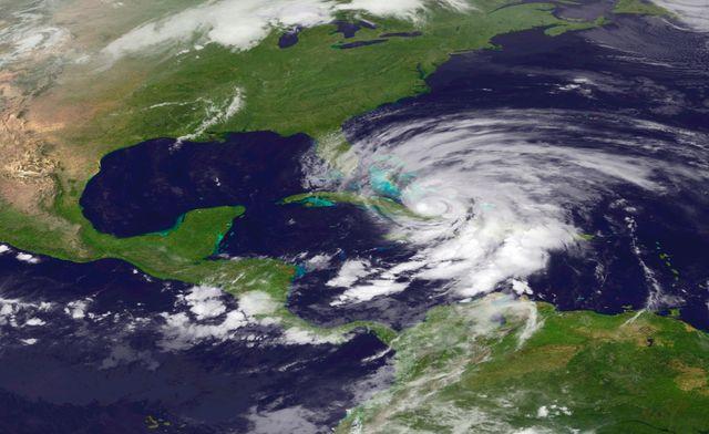 L'ouragan Sandy remonte vers le Nord, le long de la côté Est des Etats-Unis