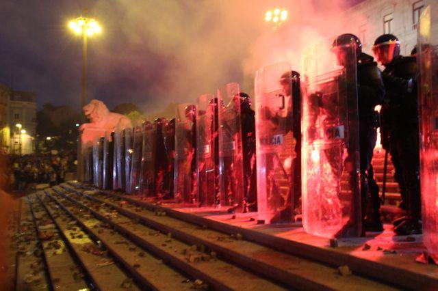 La police devant le parlement de Lisbonne