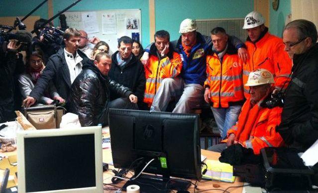 Dans le local syndical, les ArcelorMittal de Florange attendent l'annonce de Jean-Marc Ayrault