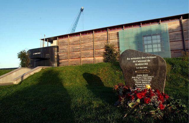 Cherbourg, la stèle qui rend hommage aux onze ouvriers de la DCN morts dans un attentat à Karachi