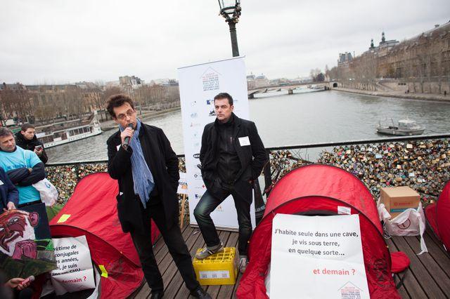 Rassemblement autour de du collectif des associations unies pour une nouvelle politique publique du logement