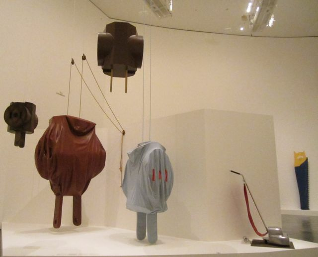 Claes Oldenburg, prises électriques