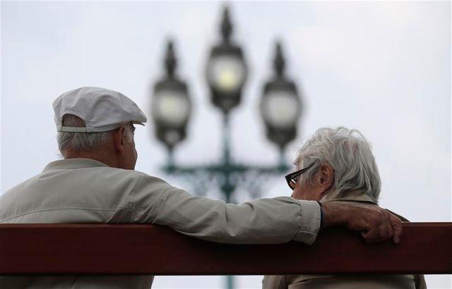 la commission des affaires sociales du sénat rejette la réforme des retraites