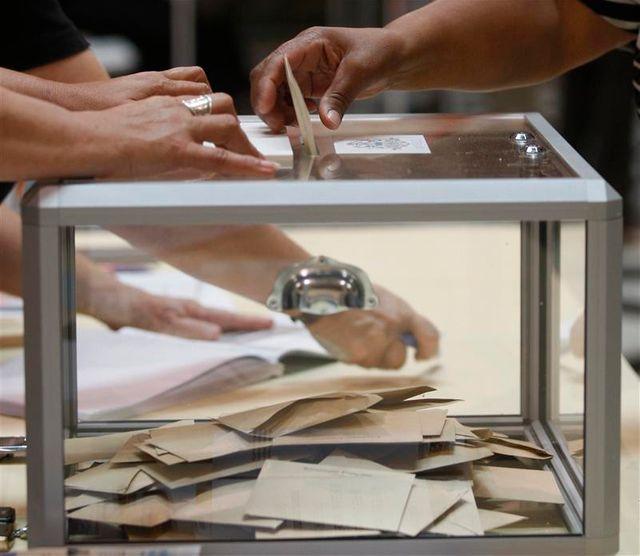 françois hollande serait éliminé au 1er tour de la présidentielle, selon csa