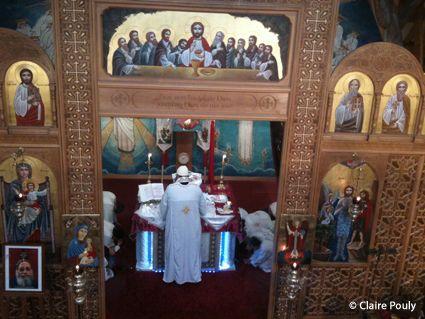 L'iconostase et le sanctuaire de l'Eglise