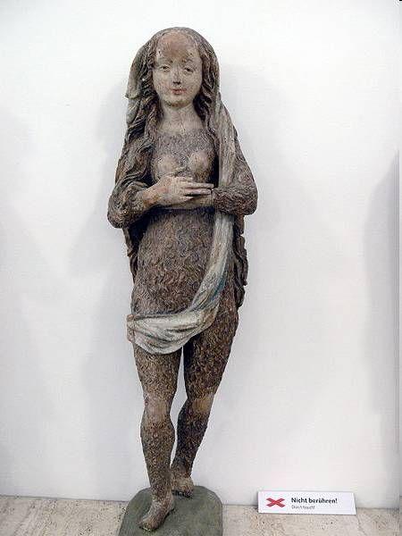 Statue de Marie Madeleine en femme poilue de Altschwendt, XVe siècle