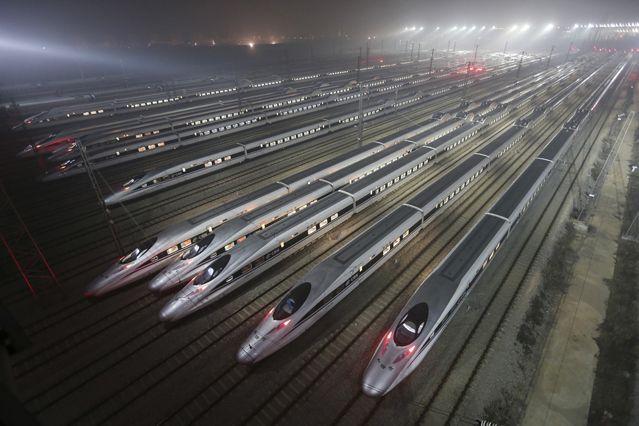 Trains à grande vitesse chinois sur un site de maintenance