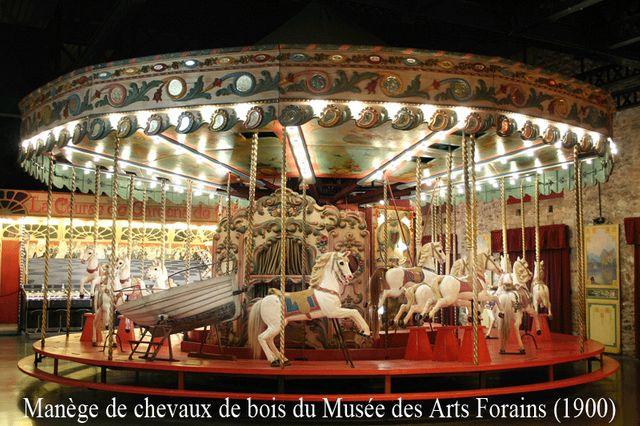 manège de chevaux de bois du Musée des Arts Forains (1900)