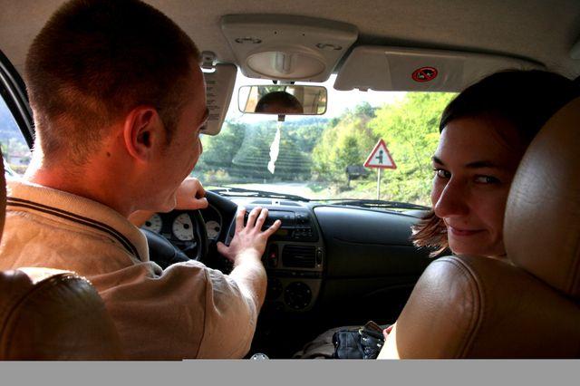 Amra et Emir dans la voiture pour Srebrenica