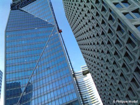 La tour Carpe Diem au centre d'affaires de La Défense