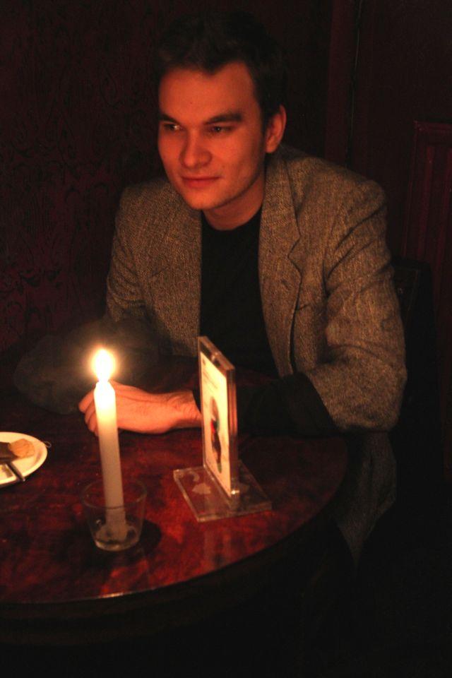Andrzej dans un café du vieux quartier juif de Cracovie