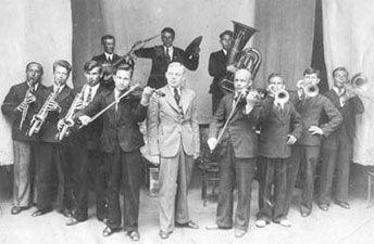 """""""Le Premier Orchestre Excentrique de la République fédérale socialiste de la Russie"""" – le jazz-band de Valentin Parnakh en 1922"""