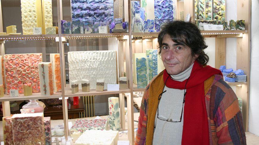 suivez le guide  Maitre de savon et aromathérapeute à Bourgnac 05  vendredi Karim dans la boutique