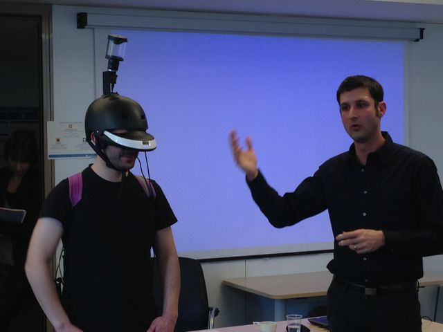 Jérôme Hardouin et Anatole Lecuyer en pleine démonstration du FlyViz