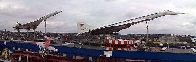 Le Concorde (à gauche) et le Tupolev 144 (à droite) en exposition au musée de Sinsheim (Allemagne)