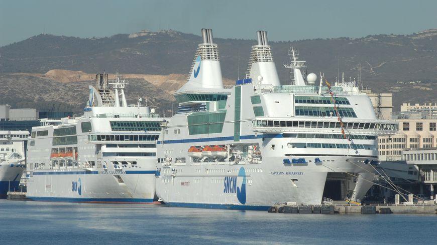 Navires de la SNCM dans le port de Marseille