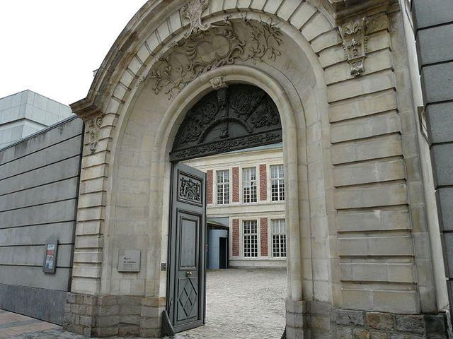 Portail de l'hôtel de Franqueville à Cambrai