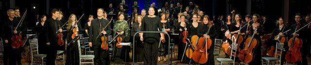 Zahia Ziouani à la tête de l'Orchestre Symphonique Divertimento