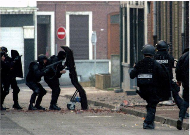29 mars 1996, prise d'assaut par le Raid de la maison où sont réfugiés des membres du gang de Roubaix